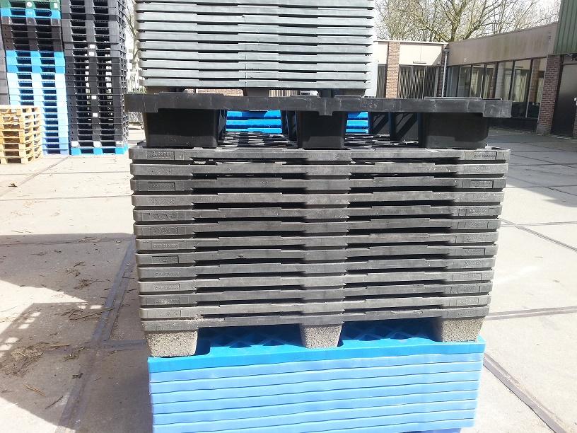 80x120 Nestbare Paletten verschiedene Ausführungen